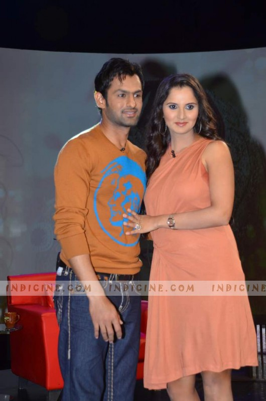 Shoaib Malik with wife Sania Mirza on NDTV show 'Isi ka naam Zindagi'