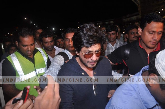 SRK at the airport as he leaves the country