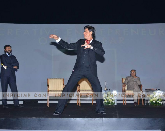 SRK dances to Chammak Challo