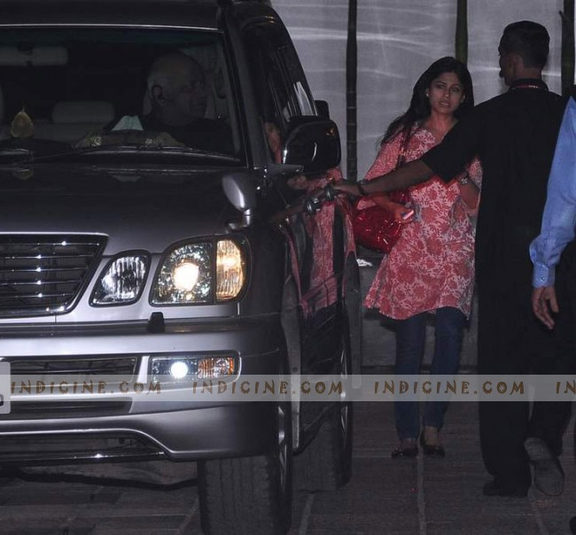 Shamita Shetty at the Hinduja hospital after Shilpa's delivery