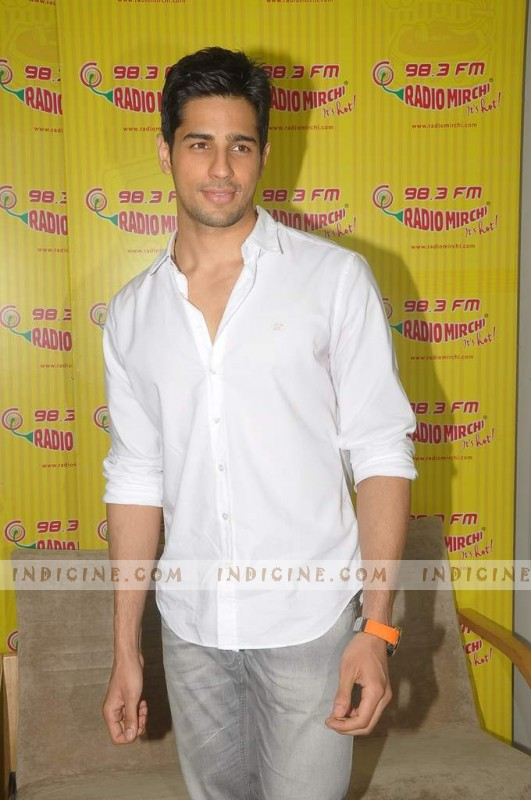 Siddharth Malhotra promotes Student Of The Year at Radio Mirchi