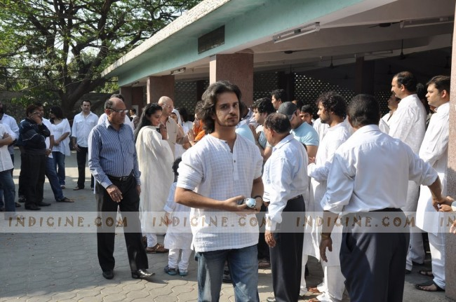Raghav Sachar at Sonu Nigam's mother's funeral