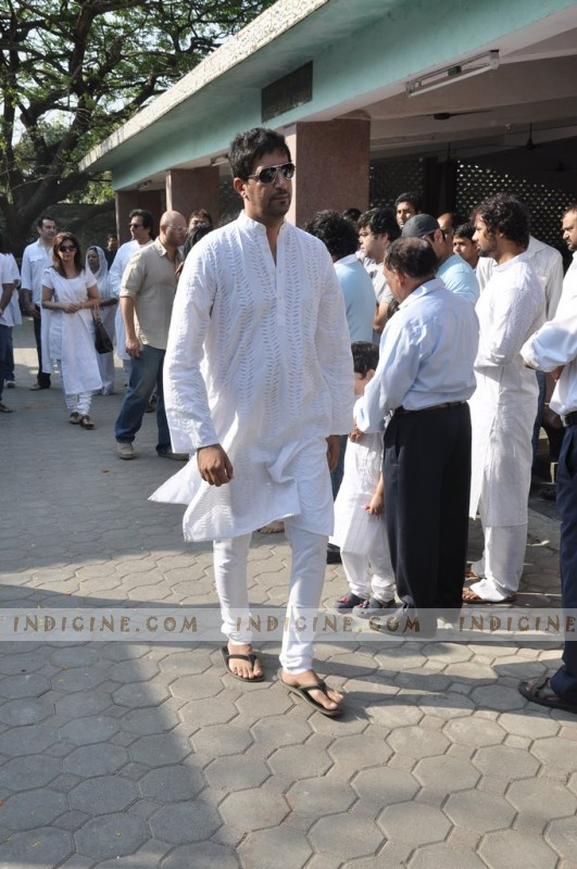 Salim Merchant at Sonu Nigam's mother's funeral