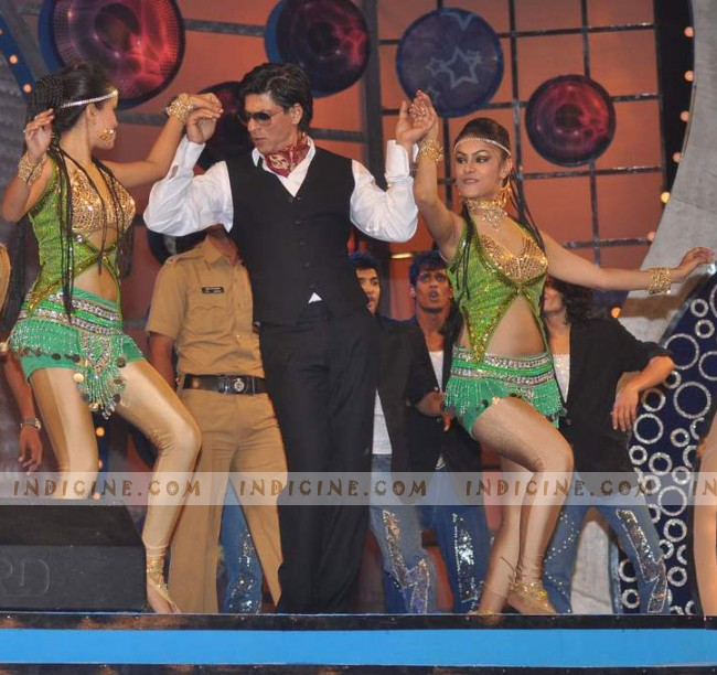 SRK performs for the police