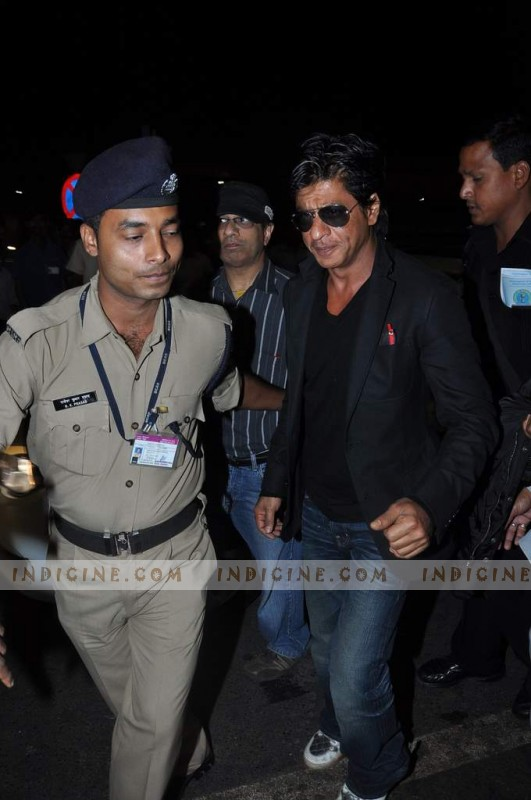 SRK leaves for TOIFA
