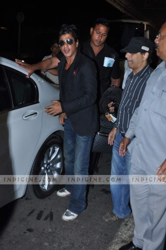 Shahrukh leaves for TOIFA