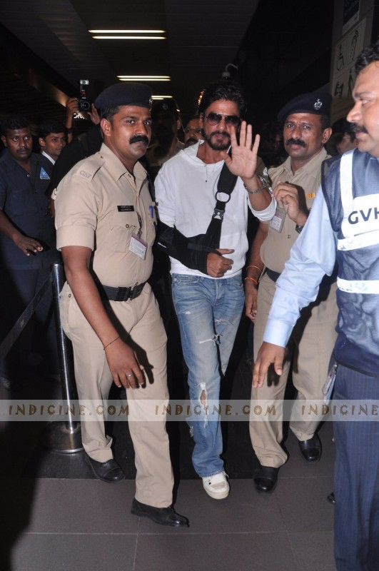 Shahrukh Khan leaves for IIFA Awards 2013