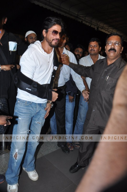 SRK leaves for IIFA Awards 2013