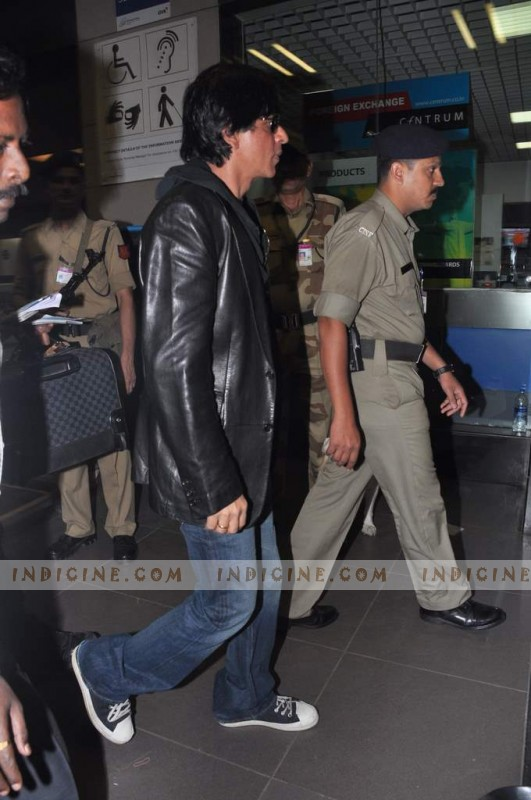 Shahrukh Khan leaves for Muscat Valentine's Day show