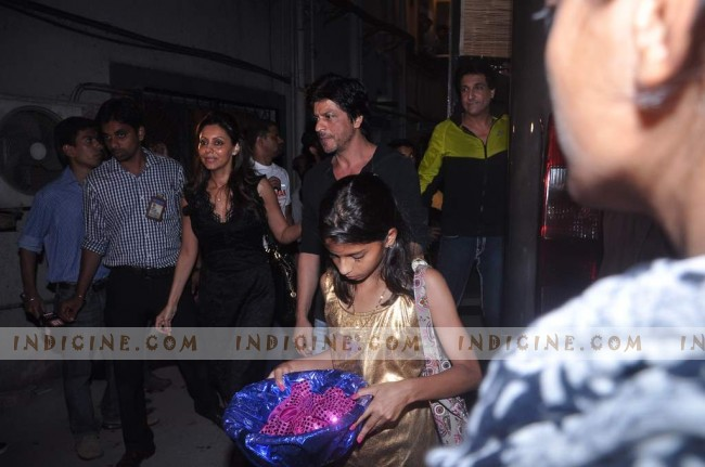 SRK with wife Gauri Khan and daughter Suhana at Summer Funk show