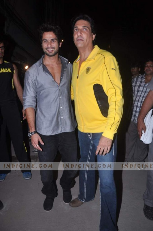 Shahid Kapoor with Shiamak Davar at Summer Funk show