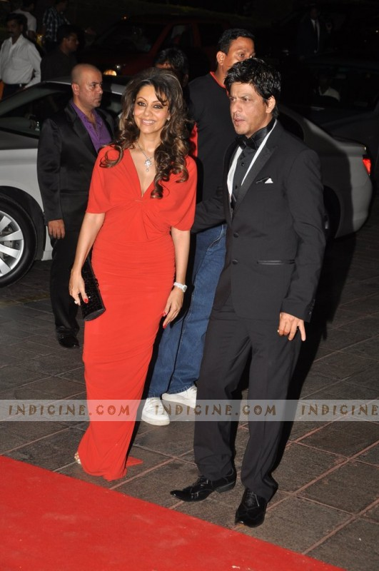 SRK with wife Gauri Khan at Karan Johar's birthday bash