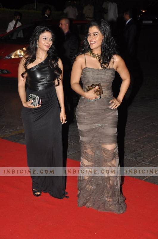 Kajol with sister Tanisha Mukherjee at Karan Johar's 40th birthday party