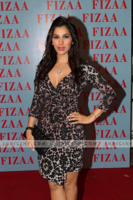 Sophie Chaudhary at Zarine Khan's Fizaa store launch
