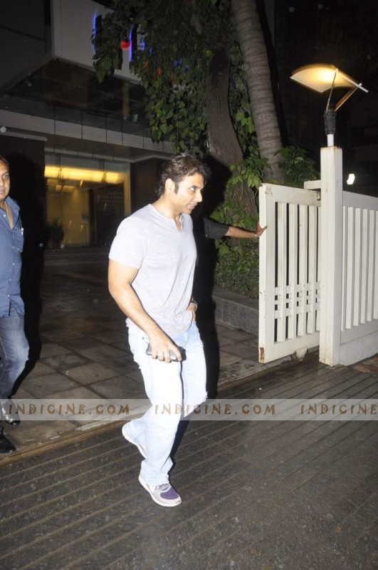 Uday Chopra visits Hrithik Roshan post his surgery at Hinduja Hospital