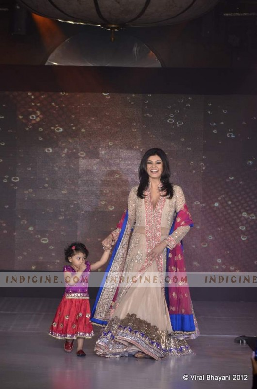 Sushmita Sen with Daughter walk for Manish Malhotra's Lilavati Girl Child show