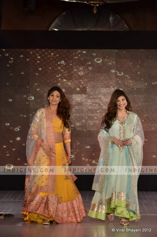 Alka Yagnik with daughter Syesha walk for Manish Malhotra's Lilavati Girl Child show 