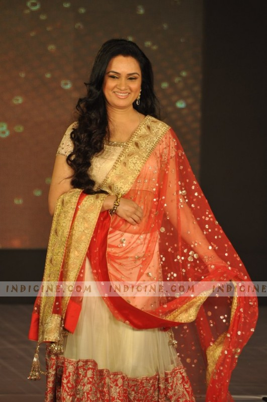 Padmini Kolhapure walks for Manish Malhotra's Lilavati Girl Child show