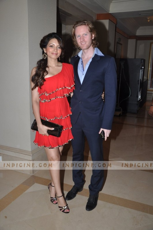 Alexx O'Neil, Shama Sikander at Manish Malhotra's Lilavati Girl Child show