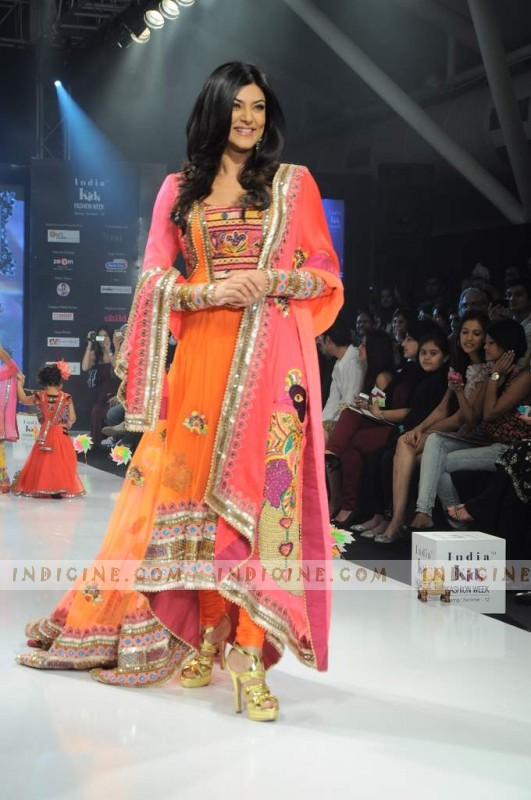 Sushmita Sen walks at Nishka Lulla's India Kids Fashion Show