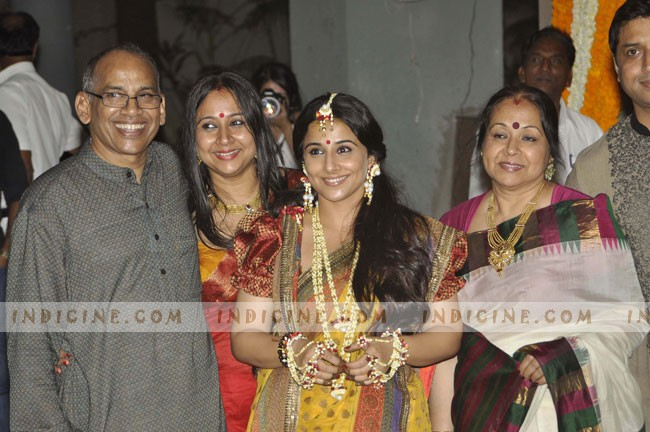 Vidya Balan with family at her Mehndi ceremony