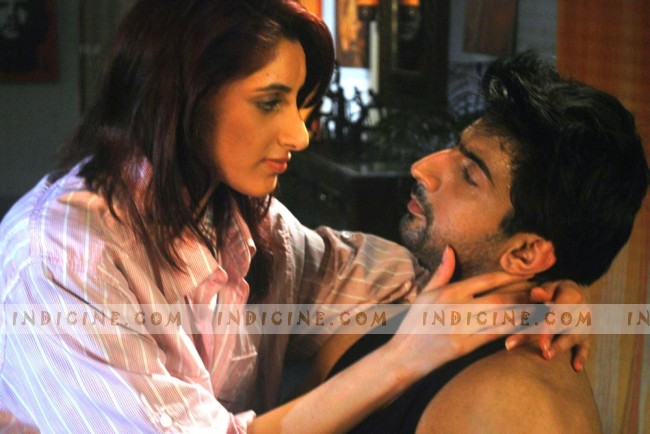 Sanaa Dhadli, Aslam Khan still from Bloody D