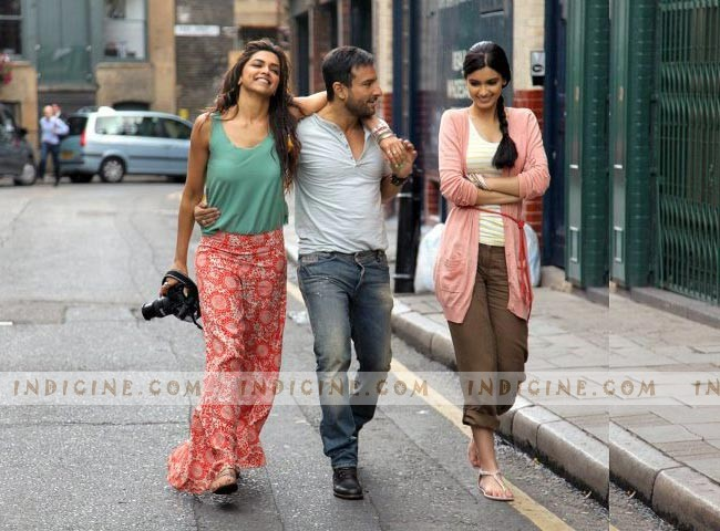 Deepika Padukone, Saif Ali Khan, Diana Penty still from Cocktail