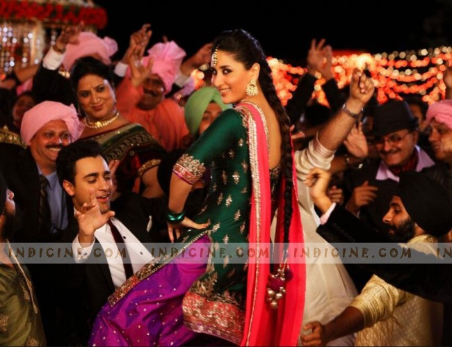 Kareena Kapoor Tooh Song Still