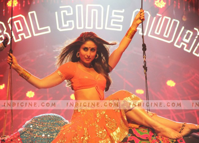 HOT Kareena in Halkat Jawani