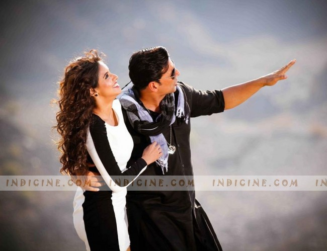 Akshay Kumar, Asin in Long Drive song from Khiladi 786