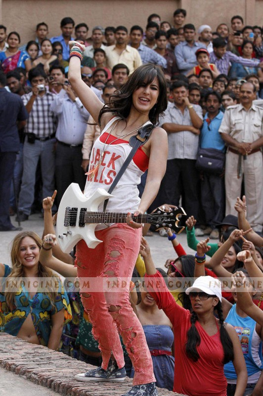 Katrina Kaif shooting for her film with fans in the background