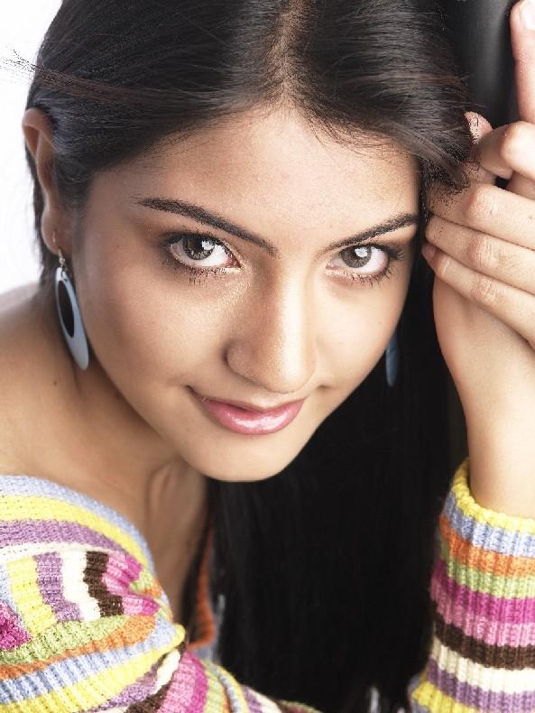 Anushka Sharma close up pic