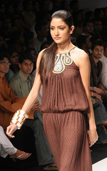 Pic: Anushka Sharma in Brown