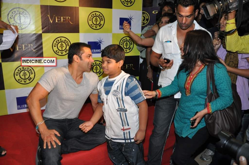 Salman talking to his fan