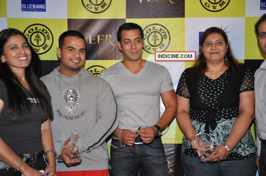 Salman with the winners of the contest