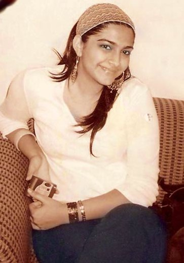 Sonam Kapoor when she was FAT