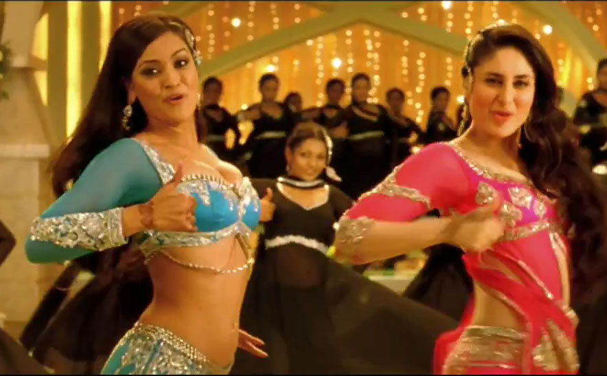 Maryam Zakaria and Kareena Kapoor in Dil Mera Muft Ka Agent Vinod mujra song