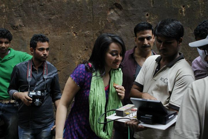 Sonakshi Sinha on the sets of Rowdy Rathore