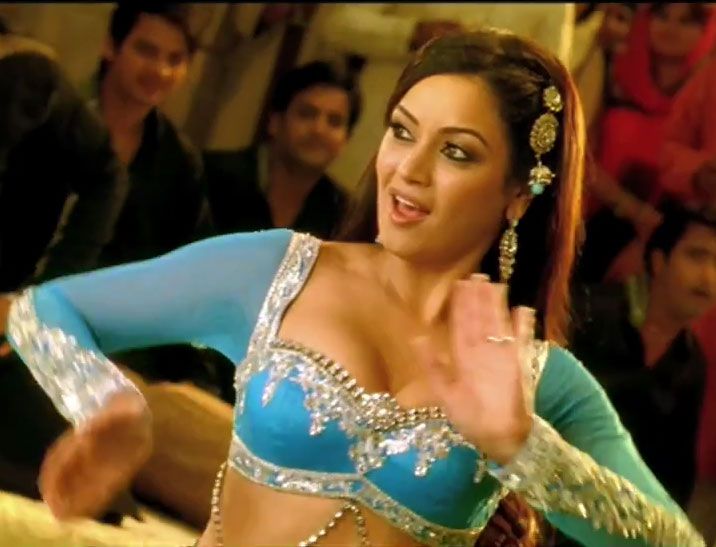 Maryam Zakaria's mujra song from Agent Vinod