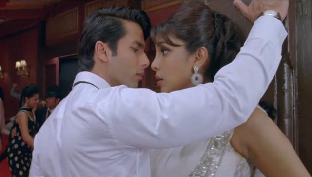 Shahid Kapoor, Priyanka Chopra in Teri Meri Kahaani