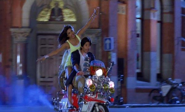 Priyanka Chopra, Shahid Kapoor in Teri Meri Kahaani
