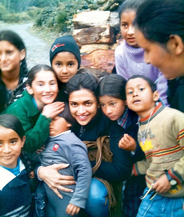 Deepika Padukone with kid fans on the sets of Yeh Jawani Hai Deewani