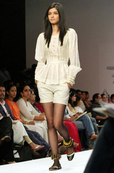 Diana Penty walks the ramp