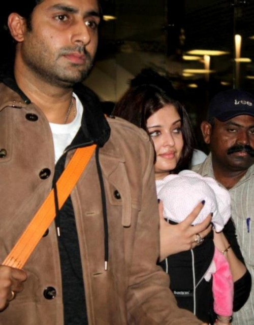 Abhishek, Aishwarya Rai with Aaradhya at Mumbai airport