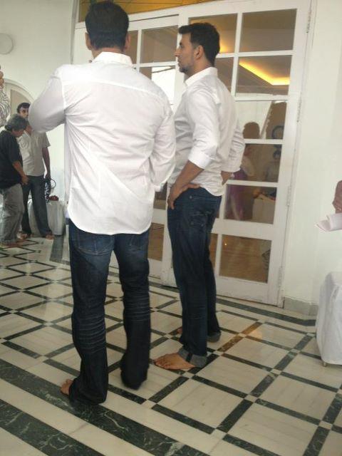 Salman Khan with Akshay Kumar at Rajesh Khanna's residence