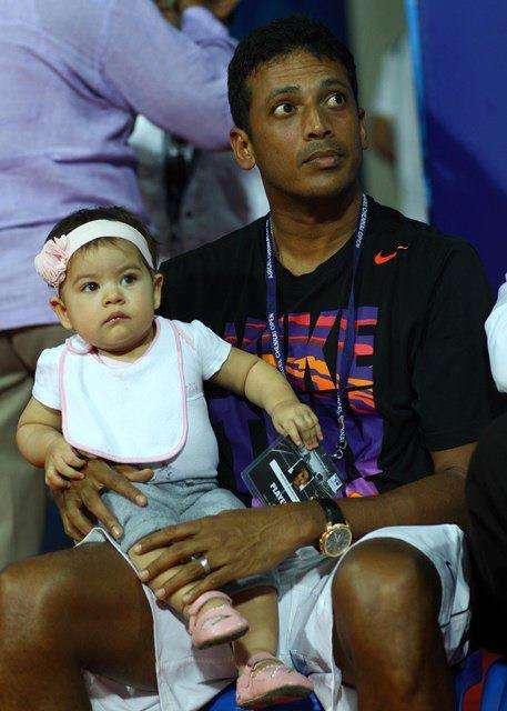 Saira with father Mahesh Bhupathi