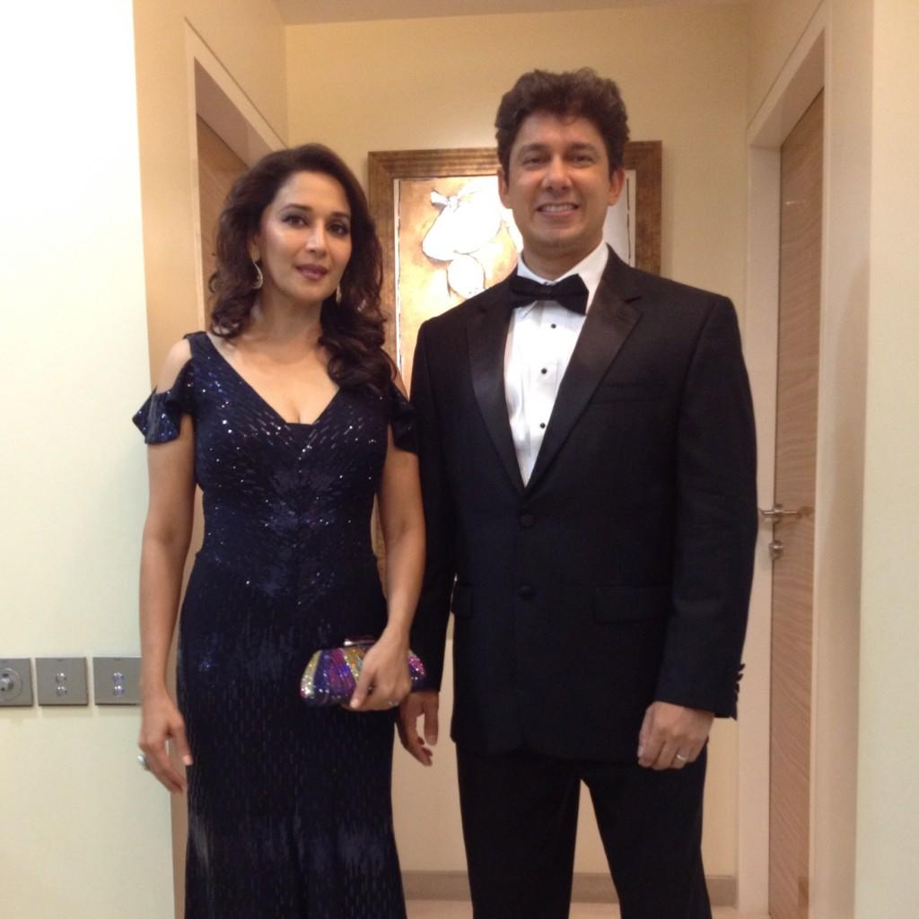 Madhuri Dixit with Husband at Filmfare Awards 2013
