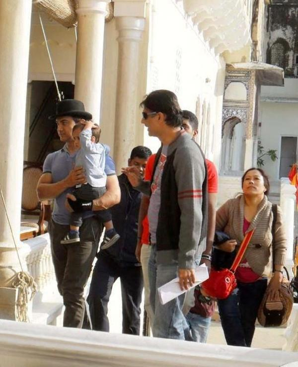 Aamir Khan with his son Azad - Peekay on location
