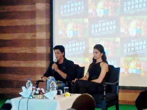 SRK, Deepika - Munnar Chennai Express Press Conference