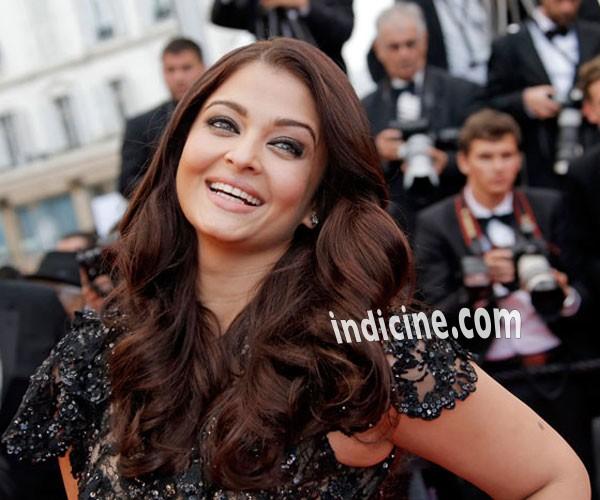 Aishwarya Rai smiles - Cannes 2013